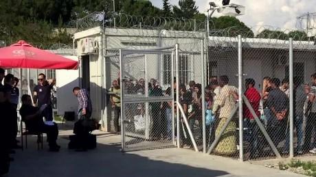 syrian migrant journey pt 1 damon pkg_00013110
