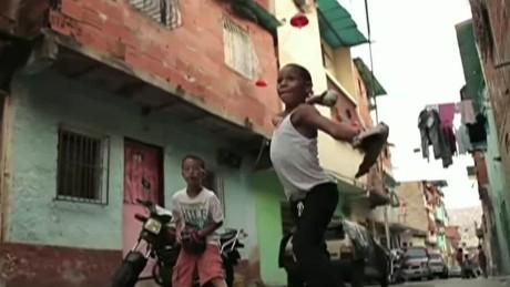 cnnee vo oraa beatles and Venezuela viral video_00001525