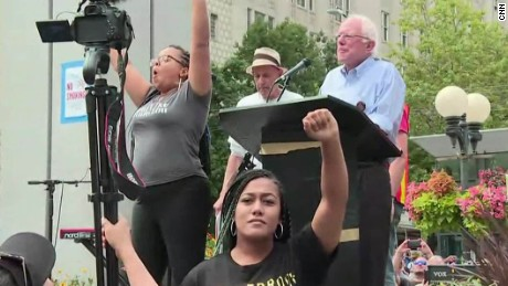 bernie sanders black lives matter seattle bts_00000015