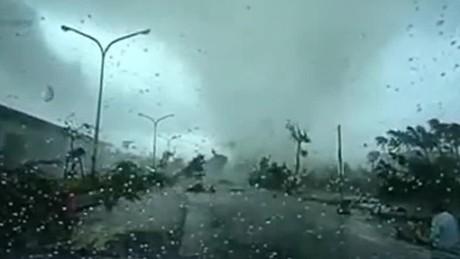 typhoon sweeps car taiwan cnntoday_00005123