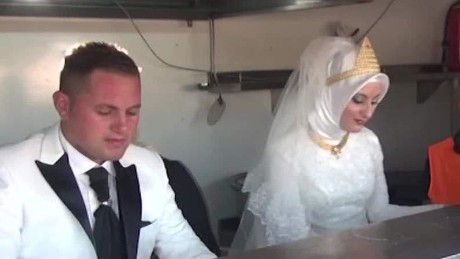 Couple feeds thousands of refugees during wedding Good Stuff Newday _00001520