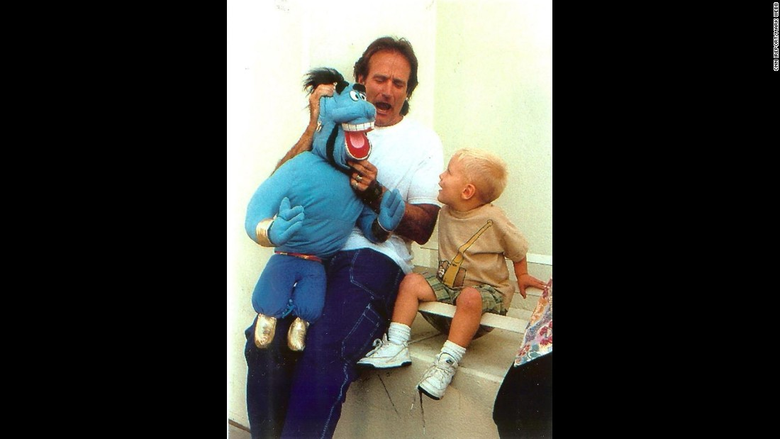 "In 1996, <a href=""http://ireport.cnn.com/docs/DOC-1161542"">Mark Webb</a> was working with Robin Williams on the movie ""Father's Day."" Webb's son, Tyler, was playing with his Genie puppet on set when Williams walked over and did an impromptu puppet show for the boy and the 300 people who had gathered to watch."