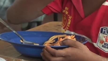 cnnee pkg ramos food on the school colombia _00010321