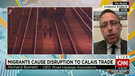 exp Richard Burnett, Road Haulage Association CEO, discusses the situation in Calais with CNNi.  _00002001