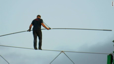 Nik Wallenda makes longest wire walk ever