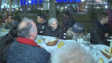 cnnee pkg laje volunteers help homeless_00002620