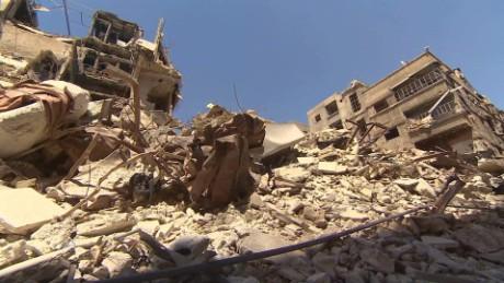 syria yarmouk destruction pleitgen pkg_00021226