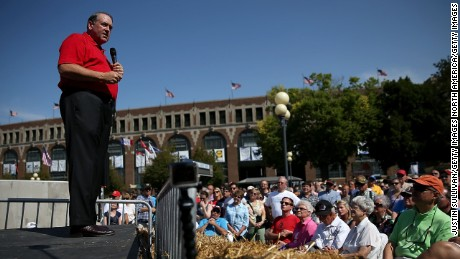 Republican presidential hopeful and former Arkansas Gov. Mike Huckabee speaks to fairgoers at the Iowa State Fair on August 13, 2015 in Des Moines, Iowa.