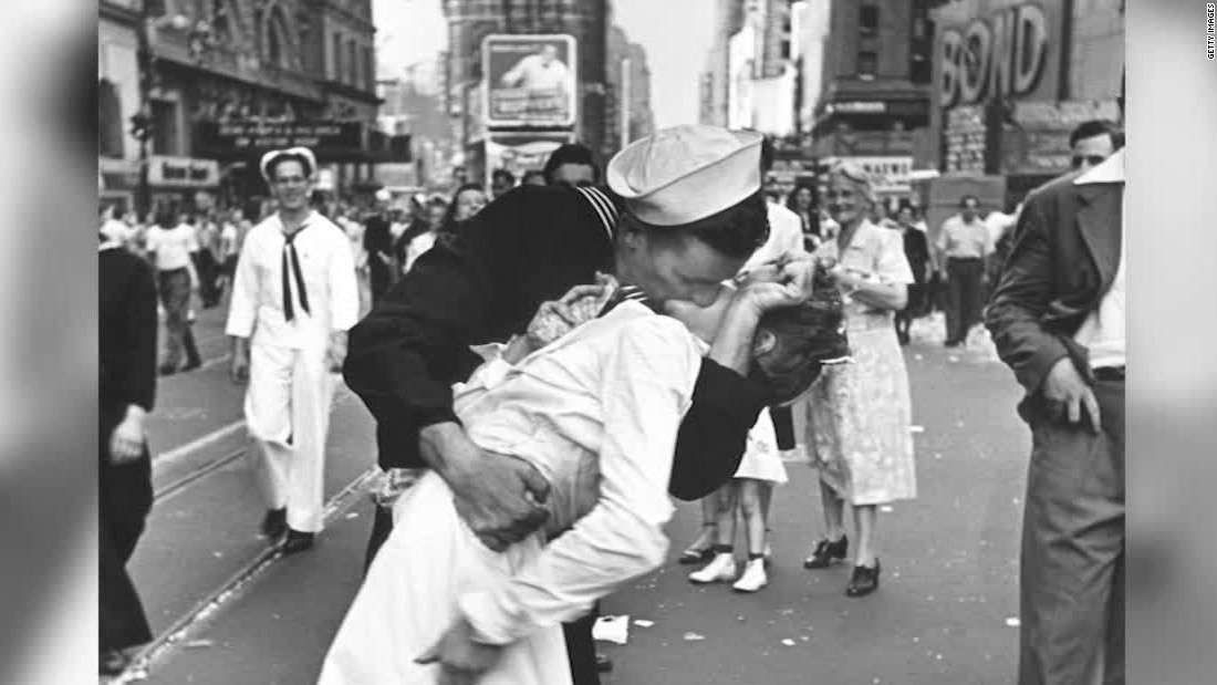 V-J Day 70th anniversary: The Kiss - CNN.com