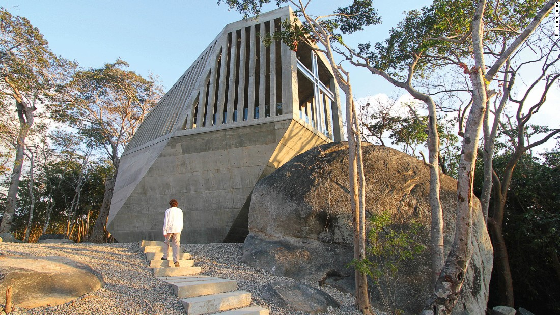"Designed by Mexican sibling architecture duo <a href=""http://www.bunkerarquitectura.com/"" target=""_blank"">Esteban and Sebastián Suárez</a>, the Sunset Chapel seems right at home among the mountain's boulders."