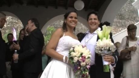 cnnee pkg alexandrino massive gay wedding_00025318