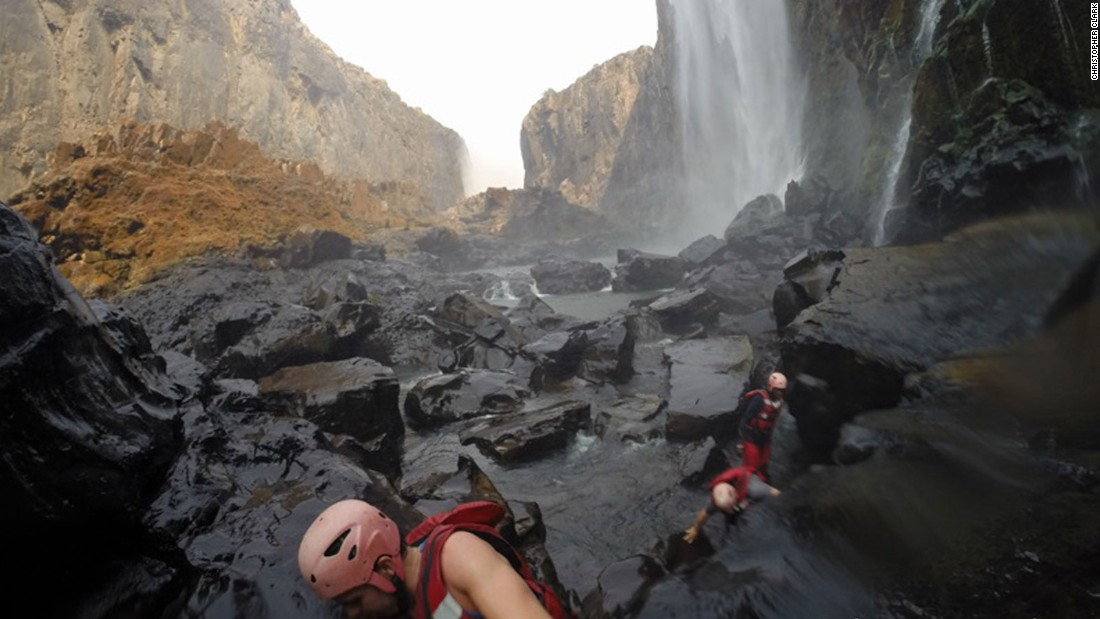 Adventurers who want to get closer to the action can hike beneath the falls at Batoka Gorge.