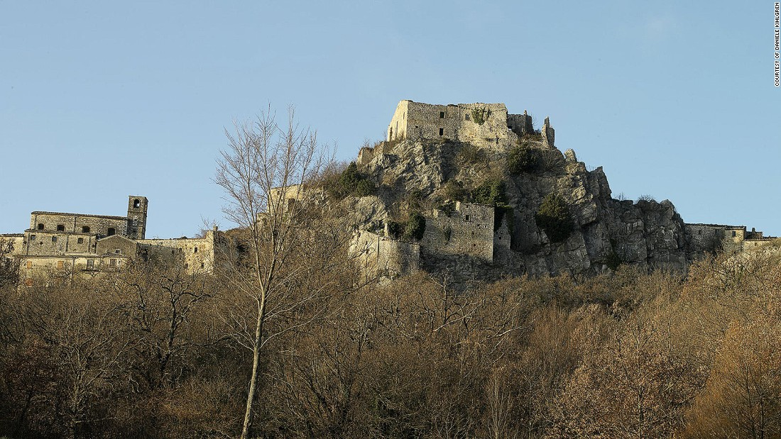 Molise's interior is dotted with crumbling medieval villages and fortified castles, such as the ghost town of Rocchetta al Volturno. The former monastic court was abandoned after the fortress was bombed in World War II.