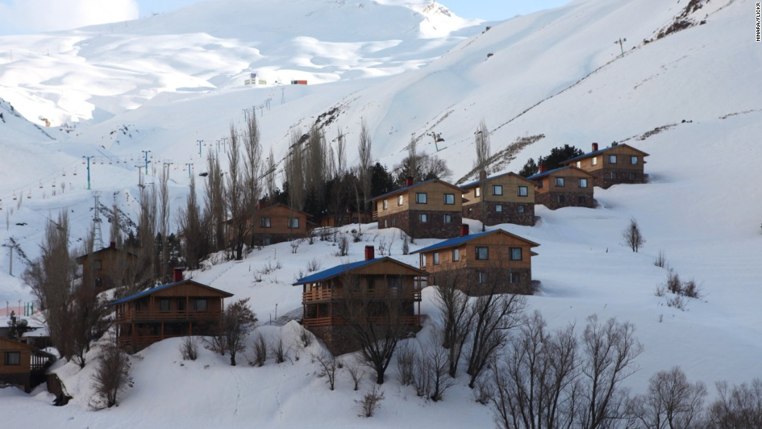 British, American and Canadian tourists must book tours, which typically include stays in one of Dizin's hotels. Other nationals can book resort chalets, which are also popular with young affluent Iranians on weekends.