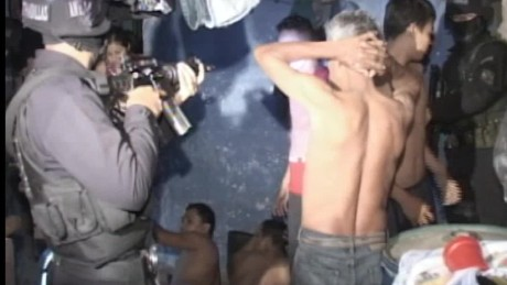 cnnee pkg del cid gang murdered in jail el salavador_00010723