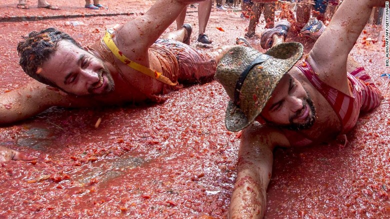 Spain's tomato-throwing battle