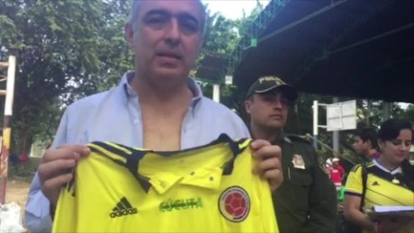 cnnee sot donamaris ramirez about colombian tshirt for colombia_00002409