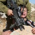 04.Israeli soldier Palestinian bo
