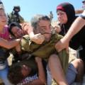 05 Israeli soldier Palestinian boy