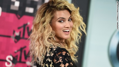 Tori Kelly arrives at the MTV Video Music Awards at the Microsoft Theater on Sunday, Aug. 30, 2015, in Los Angeles. (Photo by Jordan Strauss/Invision/AP)