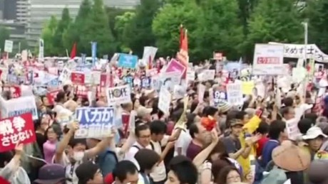 japan protests security bill sot_00005123.jpg