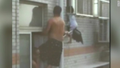 china child rescued from side of building ct_00000817