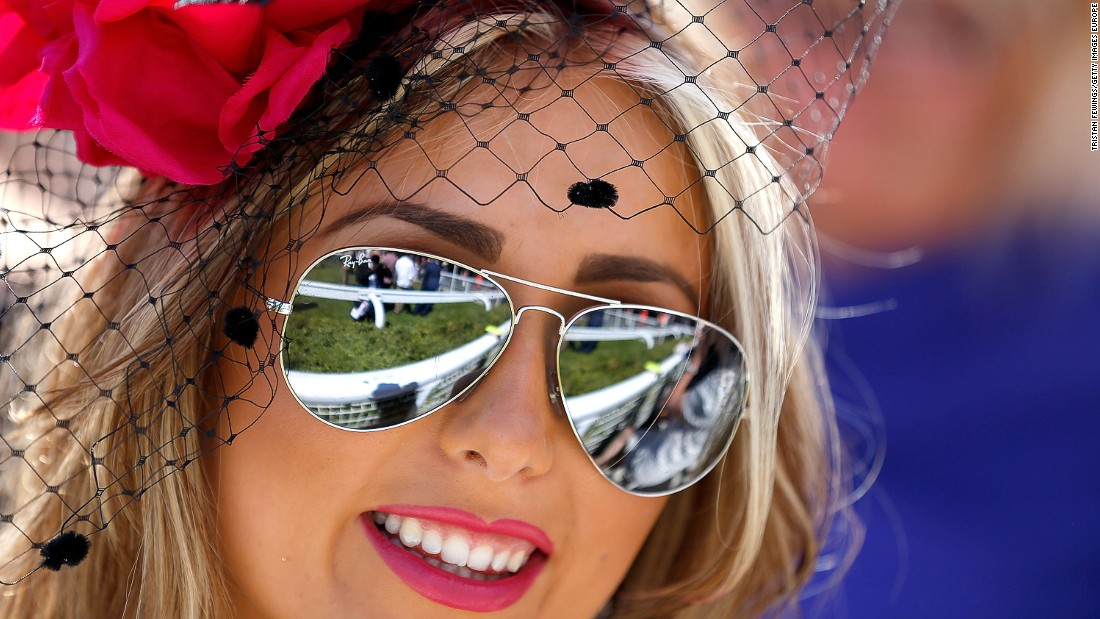 CHICHESTER, ENGLAND - AUGUST 01:  A race goer on day five of the Qatar Goodwood Festival at Goodwood Racecourse on August 1, 2015 in Chichester, England.  (Photo by Tristan Fewings/Getty Images for Qatar Goodwood Festival)