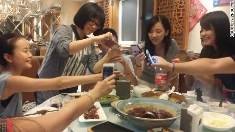 Zhou Ye and her friends experienced a new digital way of going Dutch in a Beijing restaurant on August 28, 2015.