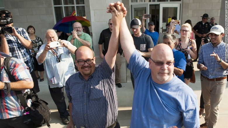 Jailed clerk's office issues marriage licenses
