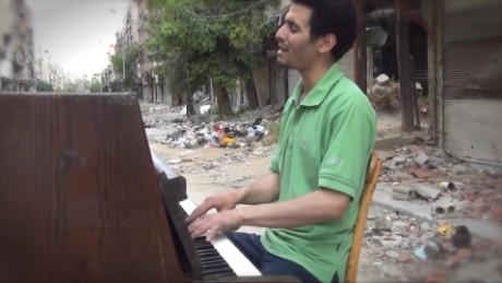 cnnee pkg sirian piano man_00000211