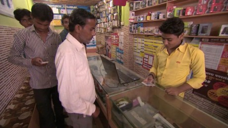 india smart phones kapur pkg_00004722