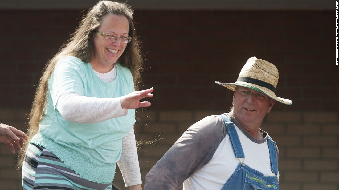 couples costume alert while kentucky court clerk kim davis - Davis Halloween Store