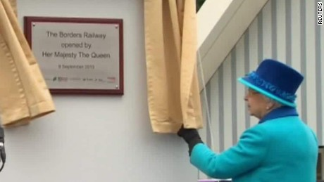 Queen Elizabeth unveils new Scottish railway