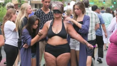 mom bikini market blindfold newday intv_00003103