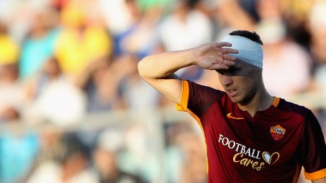 FROSINONE, ITALY - SEPTEMBER 12:  Edim Dzeko of AS Roma looks on during the Serie A match between Frosinone Calcio and AS Roma at Stadio Matusa on September 12, 2015 in Frosinone, Italy.  (Photo by Paolo Bruno/Getty Images)