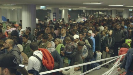 refugees keleti train station natpkg_00001802