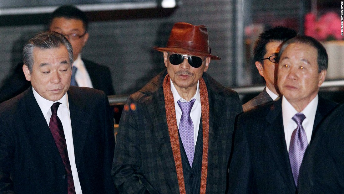Kenichi Shinoda (center), head of Japan's largest organized crime syndicate, the Yamaguchi-gumi, after his release from prison in 2011.