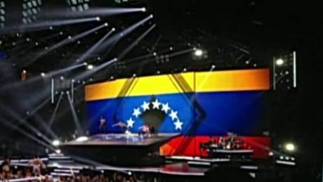 cnnee show madonna venezuelan flag_00002822