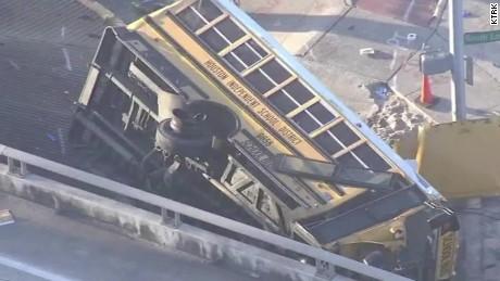 texas school bus crash pkg_00013501