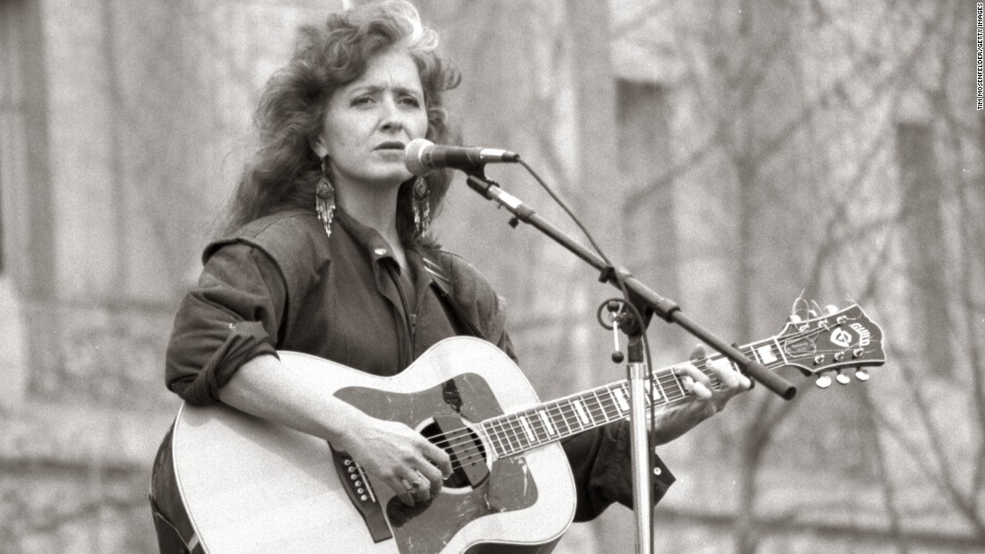 Veteran blues-rocker Bonnie Raitt, seen here performing in 1989 in San Francisco.