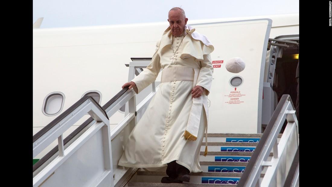 Pope Francis' cap flies off his head as he deplanes in Havana on September 19.