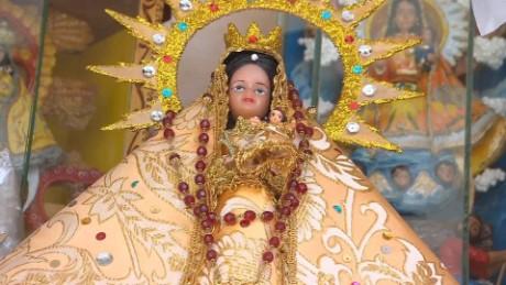 cnnee pkg rodriguez cuba faith in santiago _00004030