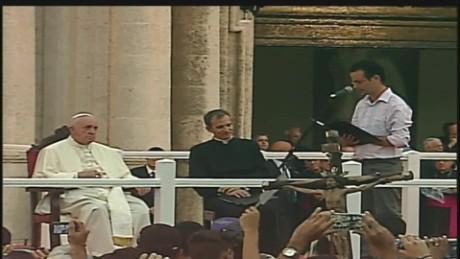 cnnee brk youth pope leonardo fernandez_00002714