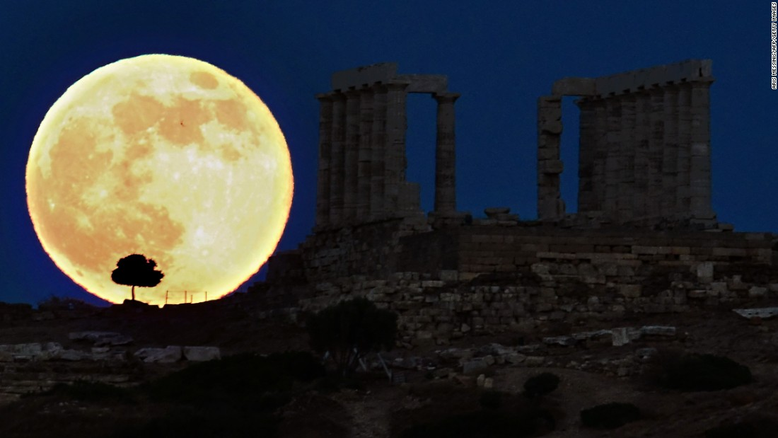 "The best time to see the supermoon this year is on the evening of September 27, U.S. EDT. The lunar eclipse will begin at 8:11 p.m. EDT. Total eclipse will start at 10:11 p.m. and will last for one hour and 12 minutes, according to <a href=""https://www.nasa.gov/feature/goddard/nasa-scientist-sheds-light-on-rare-sept-27-supermoon-eclipse"" target=""_blank"">NASA</a>. (File image)."