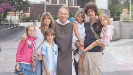 cnnee pkg valdes argentine family pope_00021601