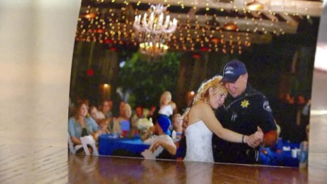 fallen officer daughter honored at wedding_00004430