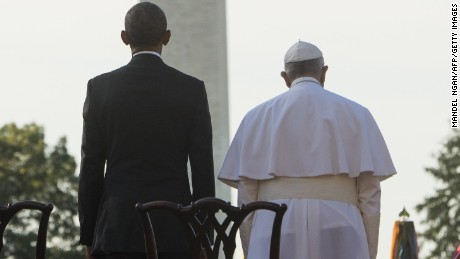 US President Barack Obama stands alongside Pope Francis during an arrival ceremony on the South Lawn of the White House in Washington, DC, September 23, 2015. More than 15,000 people packed the South Lawn for a full ceremonial welcome on Pope Francis' historic maiden visit to the United States. AFP PHOTO / MANDEL NGAN        (Photo credit should read MANDEL NGAN/AFP/Getty Images)