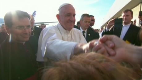 cnnee pkg vega popes arrive to new york _00001312