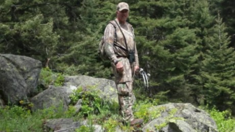 hunter survives days in wilderness_00001911