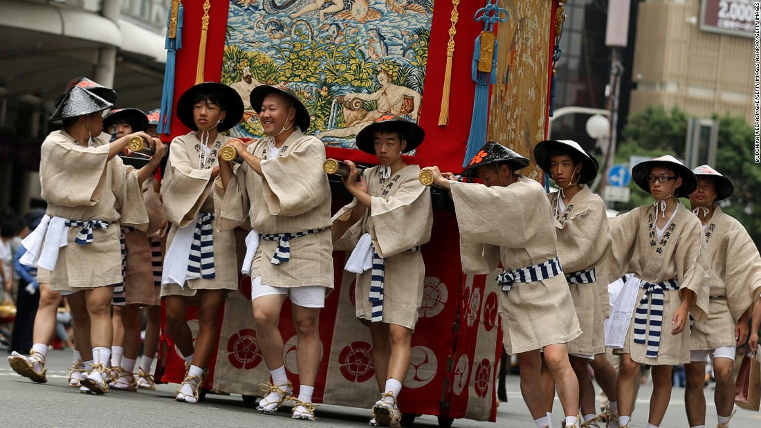 Dating to the ninth century, the annual Kyoto Gion Festival is one of three biggest Japanese festivals. The festival is part of a ritual to satisfy ancient gods that brought fire, floods and earthquakes. Many do the summer festival in yukata (summer kimonos).
